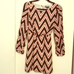 Super cute long sleeve chevron dress